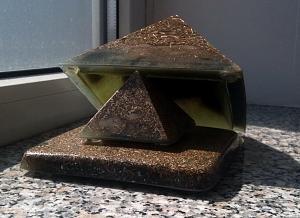 Orgonske piramide-suplja-pi.jpg